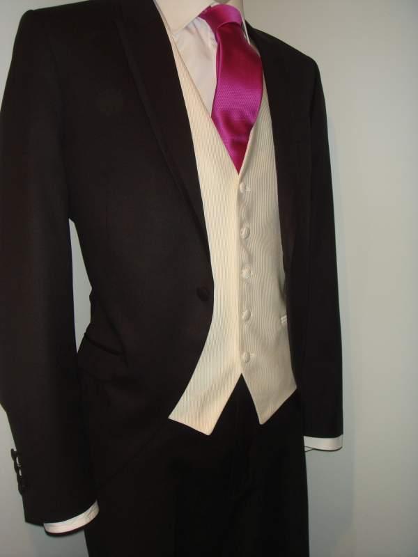 ... Alquiler y venta de trajes de novio 2f5bfb37091